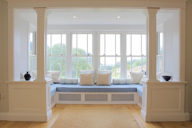 Thiết kế ghế ngồi bên cửa sổ văn phòng thật đơn giản, tiện tích-2