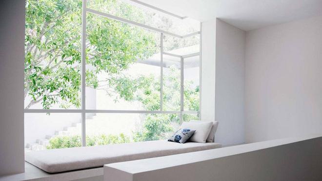Thiết kế ghế ngồi bên cửa sổ văn phòng thật đơn giản, tiện tích-8