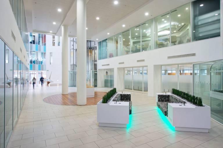 Thiết kế văn phòng phù hợp với công nghệ cao-2